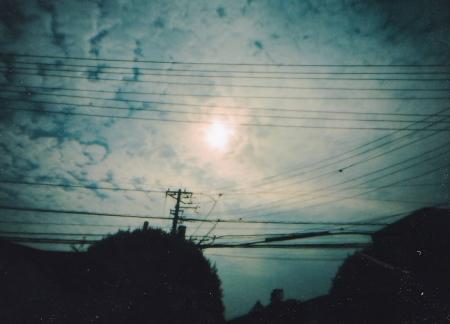 針穴から金環日食